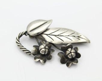Vintage Sterling Silver American Arts Crafts Era Flower Leaf Brooch. [3875]