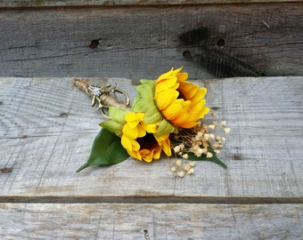 Rustic Sunflower, Baby's Breath, and Deer Antler Wedding Boutonniere, Grooms Boutonniere, Woodland Wedding Accessories, Rustic Boutonniere