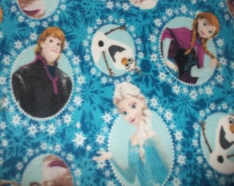 Frozen Characters Print Fleece Throw