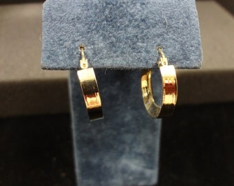 Gorgeous and Unique 14k Yellow Gold Hoop Pierced Earrings