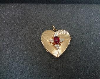Beautiful 14k yellow gold Heart shaped Locket