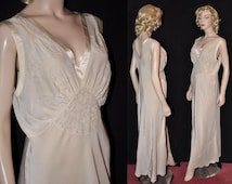 """Irresistible Glam! Late 1930s Embroidered & Bias-Cut Silk Nightgown~ Bust Size- 40"""""""