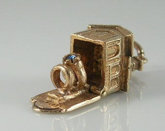 Vintage 3D 9ct Gold Church Wedding and Engagement Rings Charm.H/MK 1967