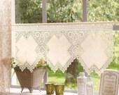 brise-brise romantique en crochet et tissus zweigart