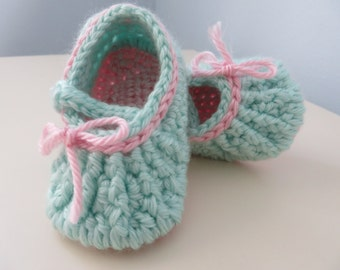 """0-3 months Crocheted """"Bow Decoration""""  Mary Jane Shoes/Slippers and Matching Stretchy Headband  (3.5 inch sole)"""