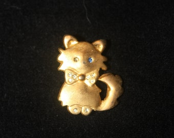 plated little broche of a kittycat.