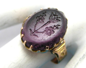 Ladies Antique 14K Yellow Gold Ring with Intaglia Floral Oval Amethyst S8.5 3.9gr