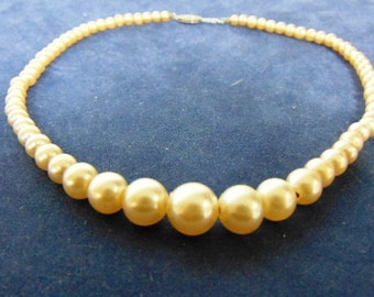 "Lovely Vintage Estate 14 1/2"" Graduated Faux Pearl Necklace, 21.82g E1917"