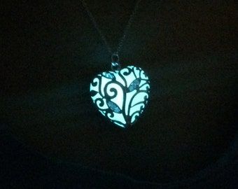 Free Shipping , glow in the dark necklace , glowing necklace , glow in the dark jewelry , glow in the dark heart , glowing heart necklace