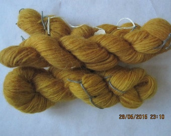 Icelandic pure wool, hand dyed with Rumex Longifolius 0413-1,