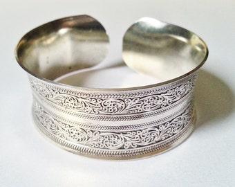 VINTAGE: Tibetan Silver Cuff Style Bracelet.