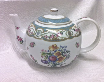Pristine Andrea Sadek Collection Sevres Teapot Blue 5 cup French Pink Blue Floral