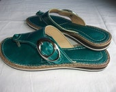 Tong leather handcrafted of Tunisia, poiture 38, color: Emerald Green