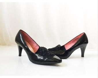 Vintage 1960s Fanfares Black Patent Leather Mod Shoes with Lace Inset // vintage 60s black patent leather mod high heels Size 8.5