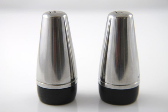 Alessi salt and pepper shakers alfra for Alessi salt and pepper shakers
