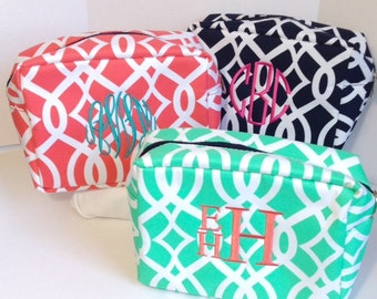 Set of Three Monogrammed Makeup Bags,Mint, Coral, Navy Blue,Personalized Cosmetic Bag,Makeup Pouches, Bridesmaids Gifts, Bridal Shower Gifts