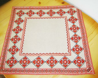 Vintage Bulgarian linen Hand Embroidered Table Cover, Cloth napkin