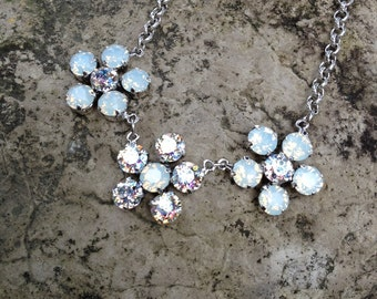 Abdolutely breathtaking swarovski crystal triple daisy necklace