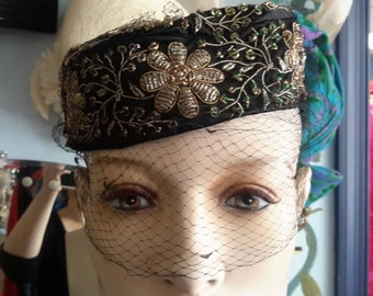 Free shipping!!!! Beautiful silk beaded pillbox vintage 1960 hat with veil