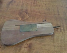 Antique rapid rug hooking tool circa early 1900's