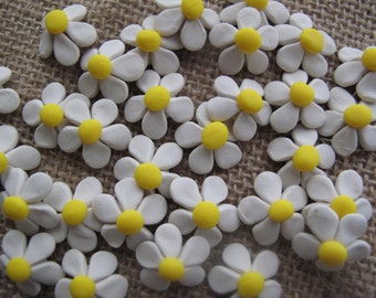 Handmade Crafting Embellishments.....20pk...Daisies