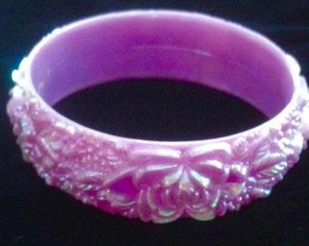 1930s - 1940s Iridescent Celluloid Molded Flower Bracelet in Lavender.
