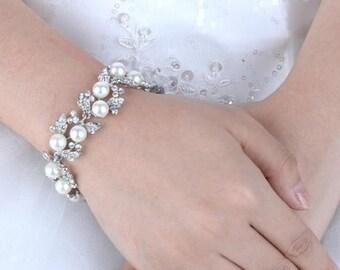 Bridal pearl bracelet - Ivory Pearl and Crystal wedding bracelet - Pearl wedding accesories