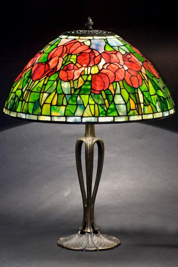 lampe de vitrail tiffany tulipes abat jour de par. Black Bedroom Furniture Sets. Home Design Ideas