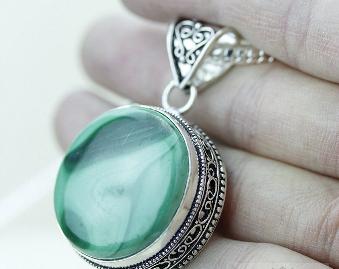 Small Size CANADIAN MALACHITE 925 S0LID Sterling Silver Vintage Style Setting Pendant + 4mm Snake Chain & Free Worldwide Shipping p2565