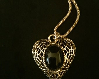 80's Onyx Heart Pendant Necklace                                     VG1244