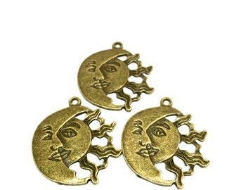Antique Brass Sun&Moon Pendant (1 piece)
