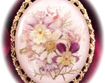 Beautiful Lucite with Dried Flowers Brooch or Pendant