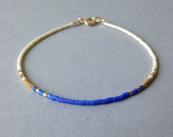 Ombre delicate bracelet / Tiny beaded layering bracelet / Iridescent blue