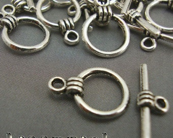 A14 - 15 Silver Plated Round Toggle Clasps Necklace Findings