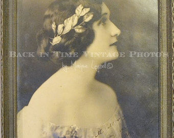 Vintage Beautiful Lady profile Photo in frame 1920's