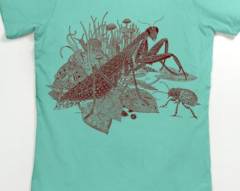 Praying Mantis Women's Tshirt - Insect Shirt - Insect Art - Graphic Tee for Women - Unique Gifts for Women - Preying Mantis
