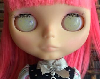 Blythe Resin Eye Chips - Glow in the Dark Milk