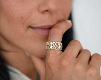 Arabesque Filigree Silver Ring, Oriental silver woman ring, hearts ring