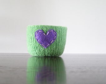 felted wool bowl  -  grass green wool with dark purple eco felt heart - ring holder, wool anniversary gift - ring bowl - romantic