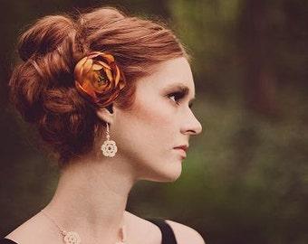 An Irish rose.... crochet jewelry pattern. Instant download PDF.