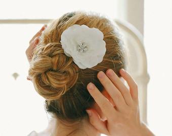 Flower hair clip, wedding hair comb, bridal flower hairpin, fascinator - style 128