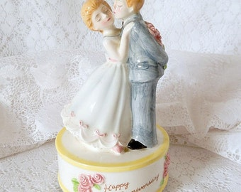 wedding anniversary music box, vintage, Norcrest, made in Japan, happy anniversary, couple, plays a waltz,