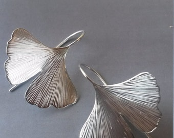 GINKO earrings in sterling silver, hand-engraved
