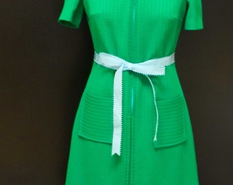 Vintage Day Dress  - 1970s Kelly Green Dress with Light Blue Top Stitching - Classic Traditional Shift Dress - Working Girl - 36 Bust