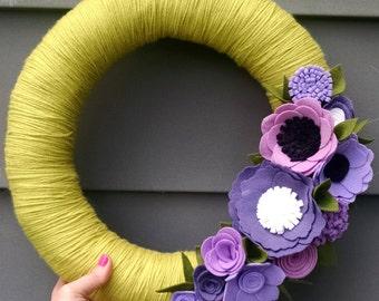 Bright spring wreath, yarn wreath, yarn wrapped wreath, wool felt flower wreath, summer wreath, summer decor, spring wreath, wedding decor