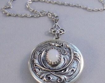 Crown Moonstone,Locket,Antique Locket,Silver Locket,Moonstone,Goddess,Moonstone Necklace,Moonstone Locket,Moonstone Cab.Valleygirldesigns.
