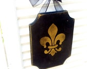 Gold Fleur de lis put a little CAJUN in  your home  - Wood ready to hang with organza ribbon 5X7