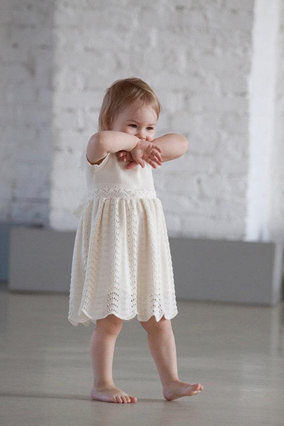 taufe kleid stricken baby m dchen knielanges nat rliche wei e. Black Bedroom Furniture Sets. Home Design Ideas