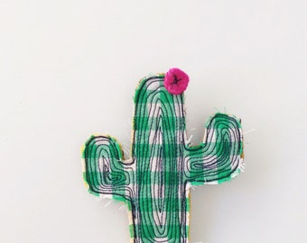 Green - thread drawn - cactus - brooch - succulent