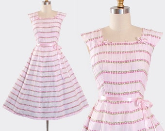 Vintage 50s Cotton SUNDRESS / 1950s Belted Dress Pink Floral Roses Rose Print Stripes Full Swing Skirt Garden Party Miami Pinup M Medium